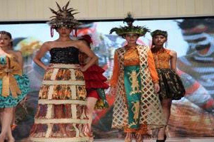 Koleksi batik motif Papua karya Inez Kantahuri