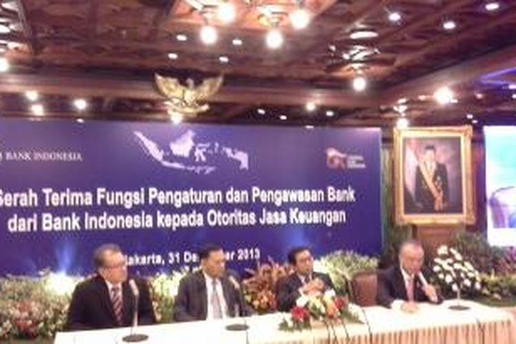 Serah terima pengawasan perbankan dari Bank Indonesia kepada Otoritas Jasa Keuangan (OJK), Selasa (31/12/2013)