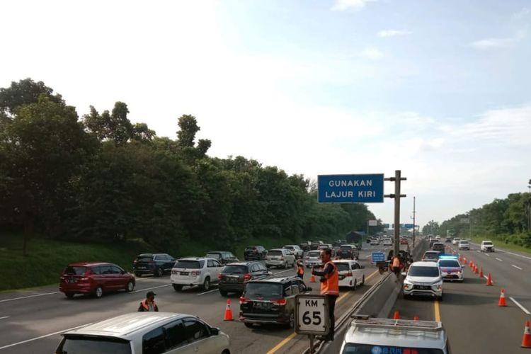 Jasa Marga memberlakukan contraflow di Jalan Tol Jakarta-Cikampek dari sebelumnya mulai KM 61+000 sampai KM 47+000, menjadi dari KM 65+000 sampai dengan KM 47+000 arah Jakarta.