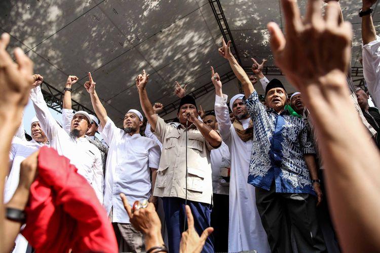 Capres nomor urut 02, Prabowo Subianto saat mendeklarasikan kemenangannya pada Pilpres 2019 di kediaman Kertanegara, Jakarta Selatan, Jumat (19/4/2019). Prabowo kembali mendekalarasikan kemenangannya versi real count internal BPN sebesar 62 persen.