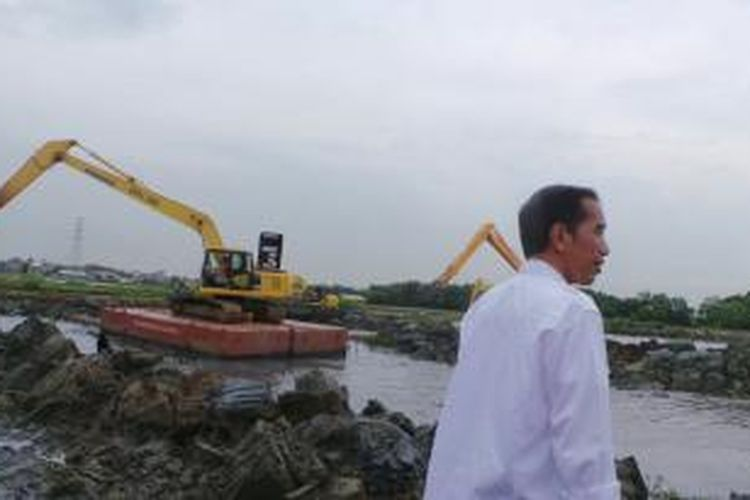 Gubernur DKI Jakarta Joko Widodo blusukan ke RW 02, Marunda, Cilincing, Jakarta Utara, Senin (10/3/2014) siang.