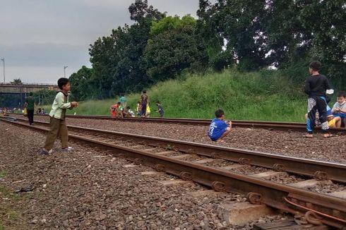 Awas, Ngabuburit di Jalur Kereta Api Dikenai Denda Rp 15 Juta