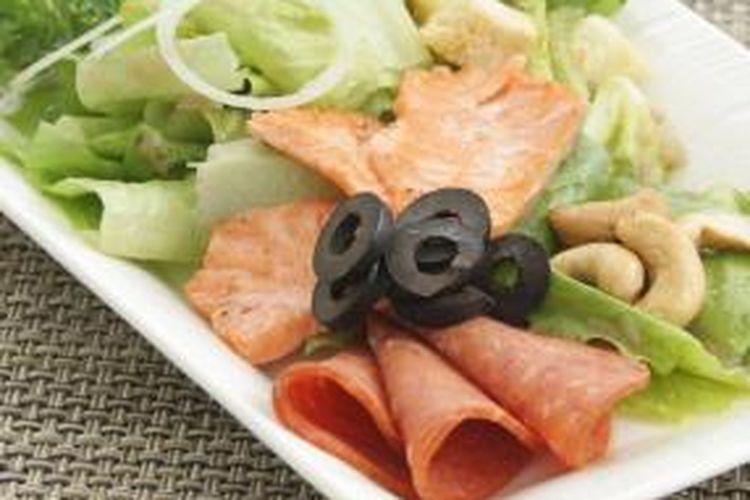 Smoked Salmon on Romaine Vinaigrette.jpg