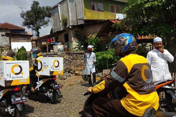 Qini Online salah satu ojek online lokal yang dirintis oleh Pondok Pesantren Idrissiyah, Kabupaten Tasikmalaya, Selasa (28/7/2020).