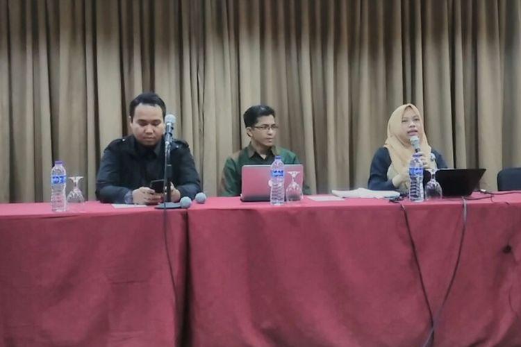 Direktur Perkumpulan untuk Pemilu dan Demokrasi (Perludem) Titi Anggraini (paling kanan) dalam diskusi di Jakarta, Minggu (22/10/2017)