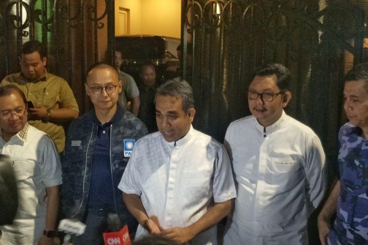 Calon wakil presiden nomor urut 02 Sandiaga Uno bertemu dengan lima sekjen partai politik koalisi Indonesia Adil dan Makmur pada Selasa (23/4/2019) malam.  Pertemuan digelar di kediaman Sandiaga, Jalan Pulombangkeng nomor 5, Jakarta Selatan, sekitar pukul 19.00 WIB.