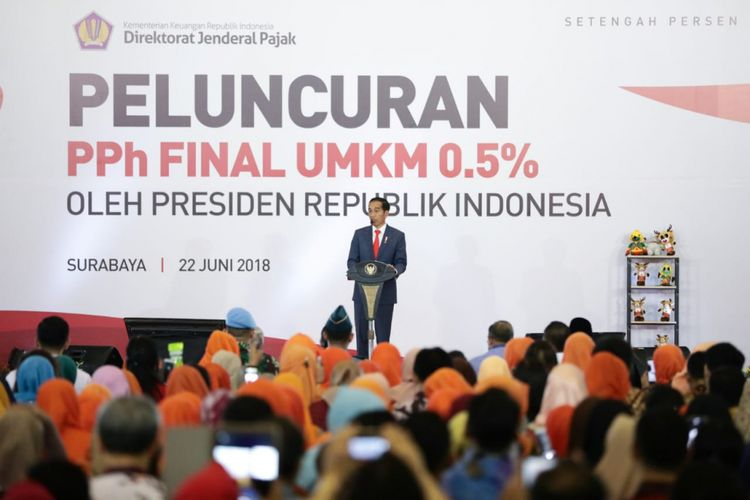Presiden Joko Widodo saat meluncurkan Peraturan Pemerintah Nomor 23 Tahun 2018 yang mengatur tarif pajak penghasilan final untuk pelaku UMKM di Jatim Expo, Surabaya, Jawa Timur, Jumat (22/6/2018).