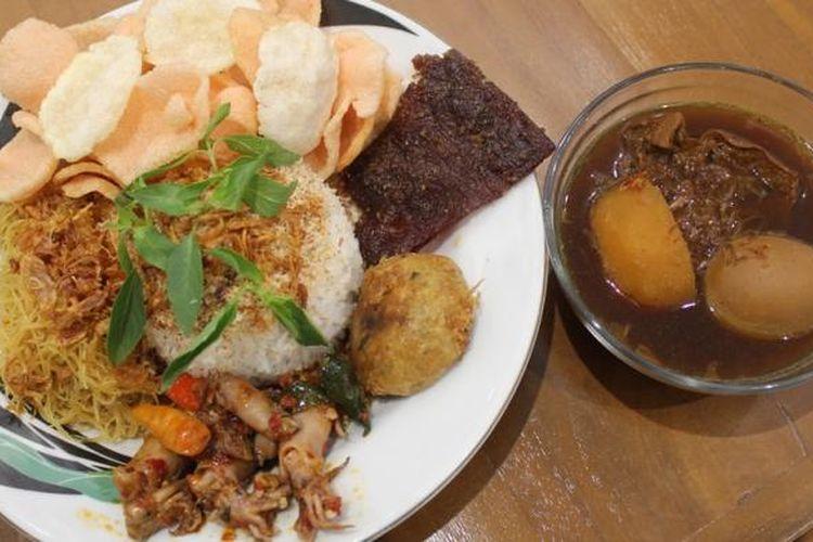 Makanan khas Betawi, Nasi Ulam menjadi menu yang selalu dinanti di Food Garden, Kamis (31/12/2015).