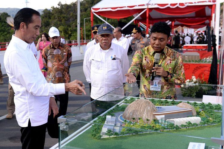 Presiden Joko Widodo meresmikan pembangunan pusat pengembangan kreatifitas dan pengembangan bisnis start up di kalangan anak muda Papua, yang dinamakan Papuan Youth Creative Hub, di Jayapura, Provinsi Papua Senin (28/10/2019).