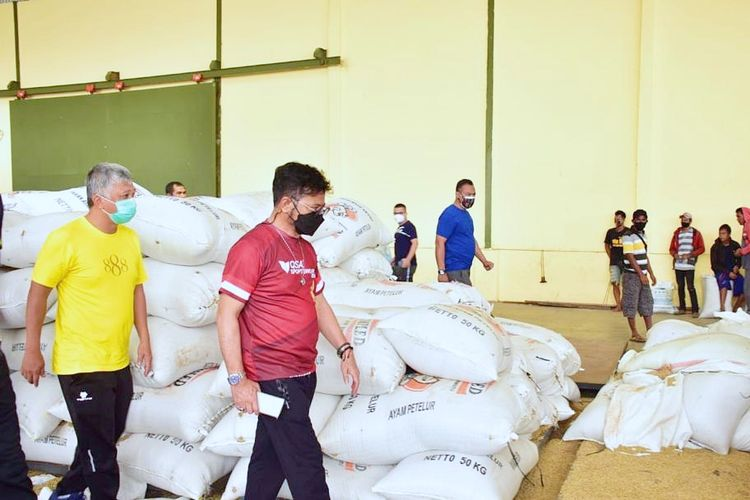 Menteri Petanian (Mentan) Syahrul Yasin Limpo (SYL) sedang meninjau stok beras.