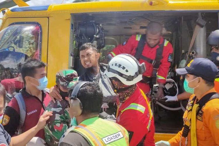 Kru Heli PT. Nuh Aswal Jamal berhasil dievakuasi ke Bandara Nabire setelah helikopter yang ia tumpangi hilang kontak di Baya Biru, Paniai, pada Kamis (17/9/2020), Nabire, Papua, Sabtu (19/9/2020)