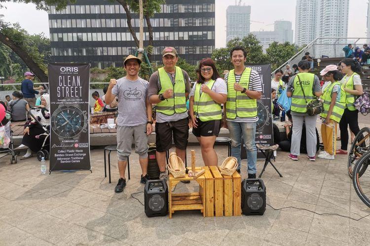 Kegiatan kampanye peduli lingkungan yang diadakan Oris dan Yayasan Himpala Indonesia pada kegiatan Car Free Day (CFD) Dukuh Atas, Jakarta, Minggu (27/10/2019).
