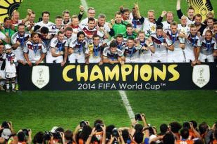 Tim nasional Jerman berfoto usai memenangi final Piala Dunia 2014 di Stadion Maracana, Rio de Janeiro, Brasil, Minggu (13/7/2014) atau Senin dini hari WIB.
