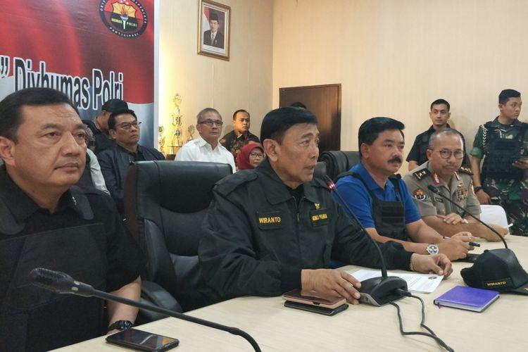 Menteri Koordinator Bidang Politik, Hukum dan Keamanan Wiranto saat memberikan keterangan pers di Direktorat Polisi Satwa Korsabhara Barhakam, Depok, Kamis (10/5/2018).