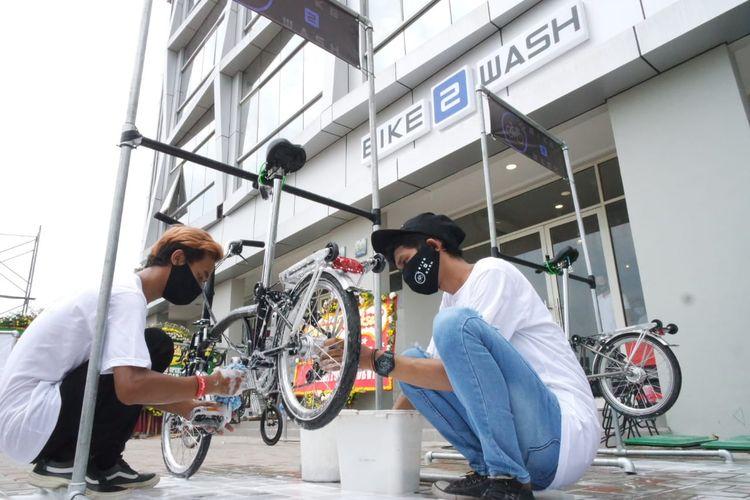 Beragam jenis sepeda Brompton di Bike2Wash Golf Island, Pantai Indah Kapuk, Jakarta, Kamis (15/10/2020).