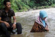 Meski Sudah Gelar Ritual di Sungai, Caleg Ini Gagal Lolos
