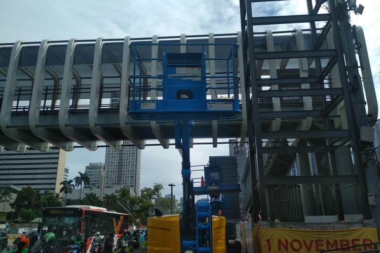 Lift difabel di JPO Bundaran Senayan yang dinilai salah lokasi.