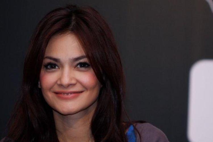 Pembawa acara, artis peran, dan model Cut Tari hadir dalam konferensi pers The 14th Panasonic Gobel Awards, yang diselenggarakan di Hotel Nikko, Jakarta, Kamis (17/3/2011). Acara penganugerahan bagi insan pertelevisian tersebut digelar pada 25 Maret 2011 di Ballroom Djakarta Theatre, Jakarta Pusat.
