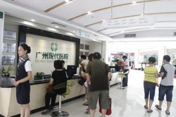 Suasana pelayanan kesehatan di Modern Cancer Hospital Guangzhou, Senin (22/7/2013). Rumah sakit  kanker dan tumor di kota Guangzhou ini merupakan salah satu jaringan dari Boai  Enterprise Group.