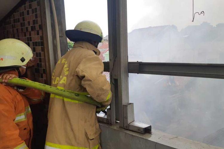 Delapan rumah di Kelapa Dua Wetan ludes dilalap api, Rabu (2/9/2020)