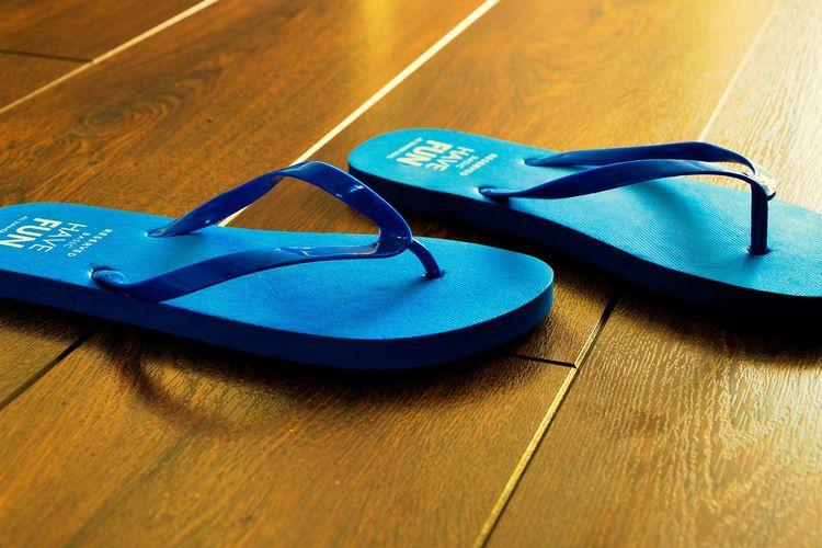 Ilustrasi sandal, sandal jepit.