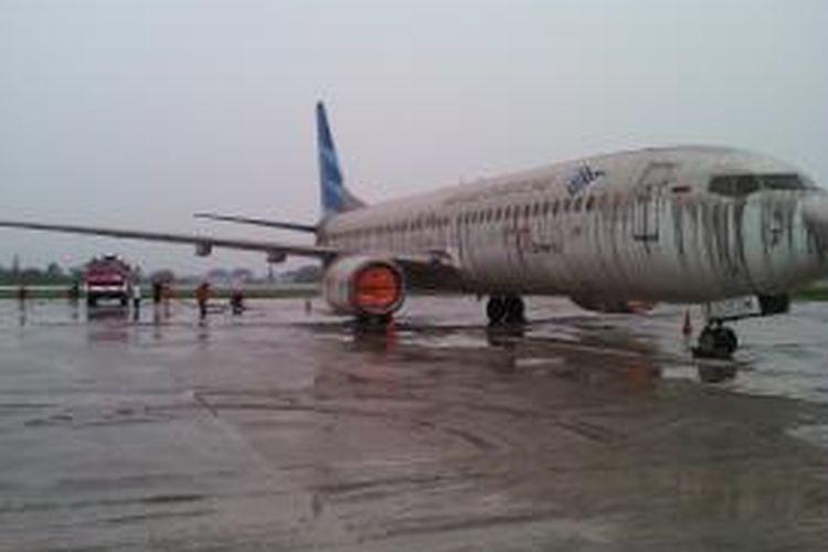 Landasan Bandara Adi Sucipto tertutup abu vulkanik Gunung Kelud penerbangan ditutup.