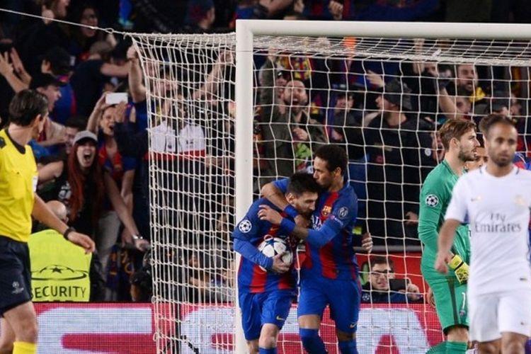 Ikon FC Barcelona, Lionel Messi (memegang bola), merayakan gol yang dia cetak ke gawang Paris Saint-Germain dalam laga leg kedua babak 16 besar Liga Champions di Stadion Camp Nou, Barcelona, Spanyol, pada 8 Maret 2017.