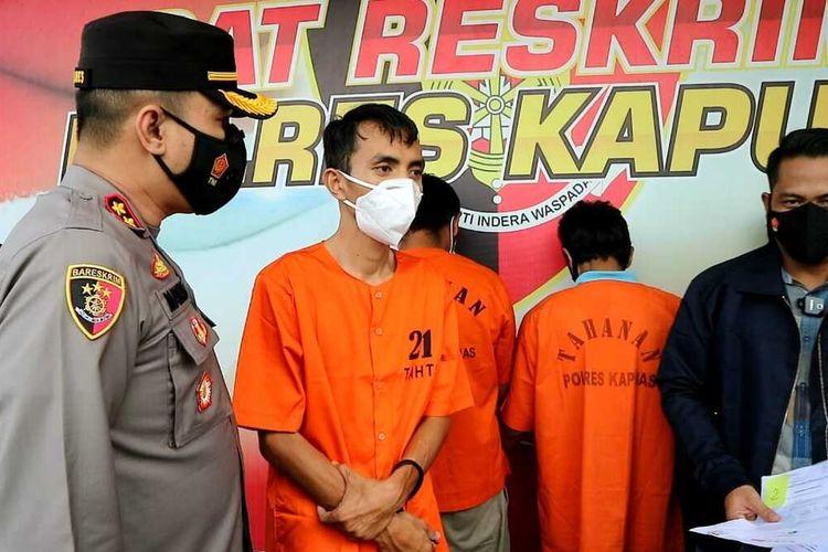MR (30) pegawai klinik di Banjarmasin, Kalimantan Selatan, yang diduga menjual surat hasil pemeriksaan rapid test antigen palsu.