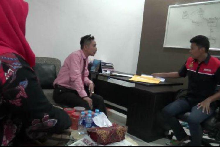 Tim KPAD Kepulauan Bangka Belitung saat berkoordinasi dengan Polres Bangka terkait tiga video berisi adegan perkelahian remaja perempuan.