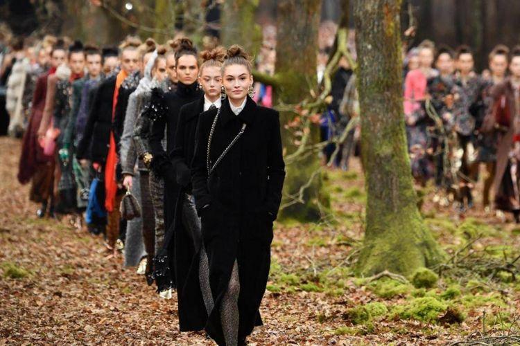 """Chanel Gelar Pagelaran Busana di """"Hutan"""""""