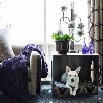 Kolong meja yang dapat memberikan ruang relaksasi dan bermain para hewan peliharaan