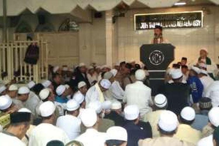 Kapolri Jenderal Pol Tito Karnavian menyampaikan sambutan pada pengajian di Masjid Jami Al-Riyadh, Islamic Center Indonesia, Kwitang, Jakarta Pusat, Minggu (20/11/2016).