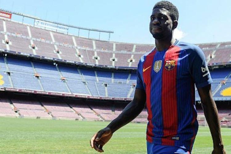 Samuel Umtiti diperkenalkan sebagai pemain baru Barcelona, Jumat (15/7/2016).