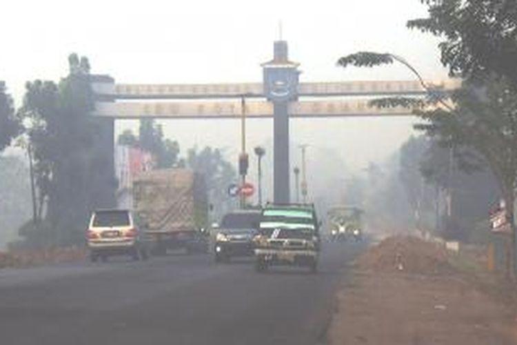 Udara di Ogan Ilir, Sumatera Selatan sudah masuk kategori membahayakan kesehatan. Kategori itu berdasarkan Indeks Standar Pencemaran Udara (ISPU) yang dikeluarkan Balai Teknik Kesehatan Lingkungan dan Penyakit Kelas 1 Palembang yang dikeluarkan tanggal 25 Agustus lalu, untuk periode Agustus-September.