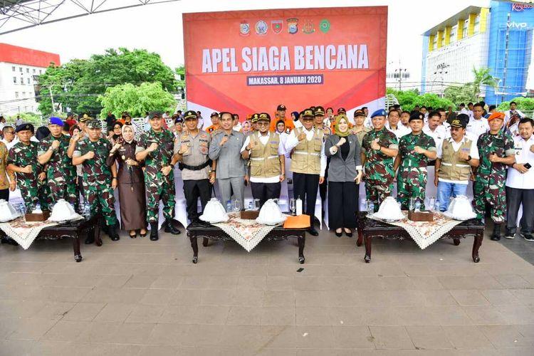 Gubernur Sulsel, Nurdin Abdullah bersama seluruh elemen menggelar apel siaga bencana di Lapangan Karebosi, Makassar, Rabu (8/1/2020).