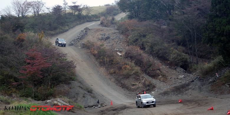 Fitur baru Hill Descent Control (HDC) membantu Mitsubishi All-New Pajero Sport menaklukan turunan curam.
