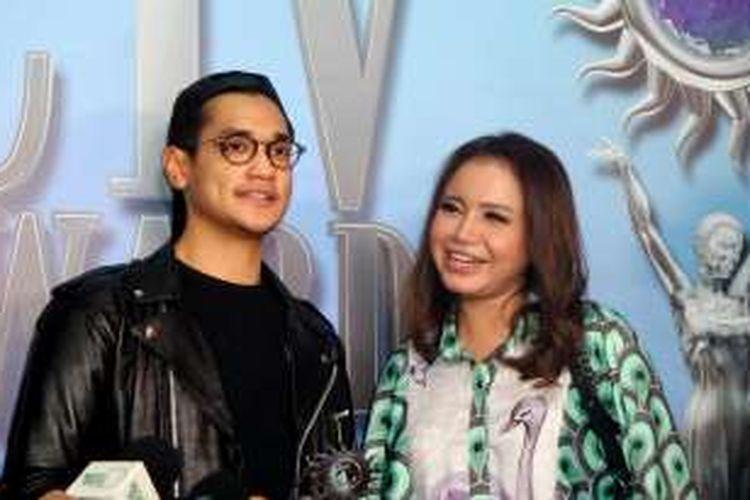 Afgansyah dan Rossa pada pergelaran SCTV Awards 2016 di Studio Emtek, Daan Mogot, Jakarta Barat, pada Rabu (30/11/2016).
