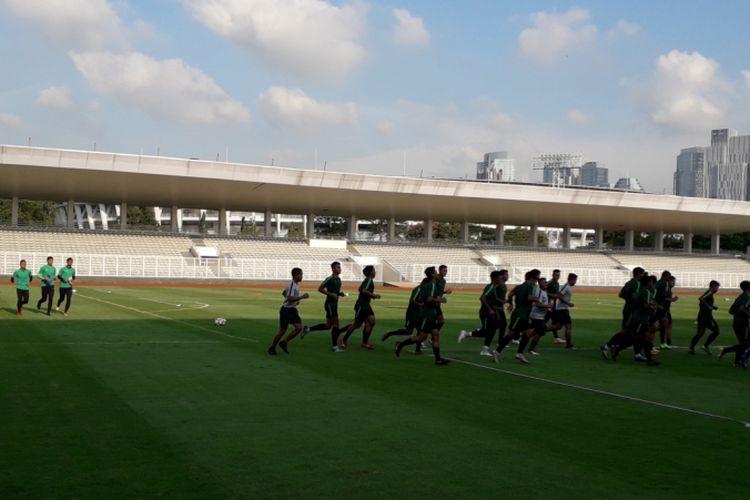 Sesi latihan timnas U-23 Indonesia di Stadion Madya, Kompleks Gelora Bung Karno, Jakarta, Senin (4/3/2019) sore. Ini merupakan latihan perdana usai tim tersebut menjuarai Piala AFF U-22 2019.