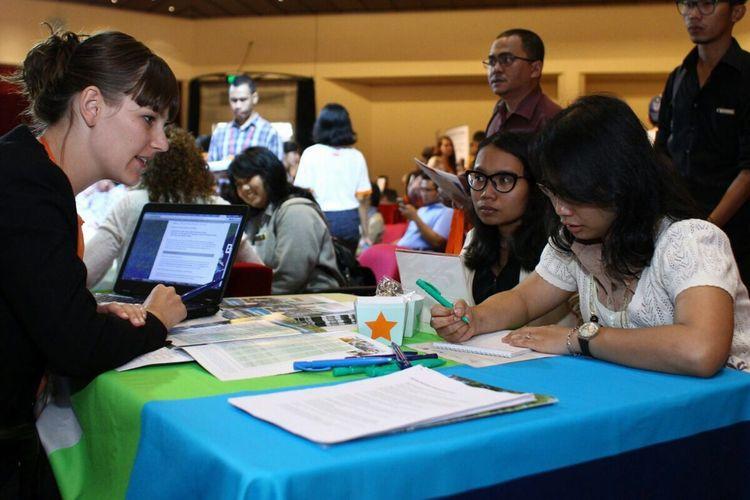Supaya punya gambaran detail tentang rencana studi, cara hidup atau gaya hidup, hingga metode pengajaran dan pembelajaran di Belanda ada baiknya Anda mengunjungi Dutch Placement Day 2019 yang digelar hari ini, Jumat (1/11/2019) di Erasmus Huis, Kuningan, Jakarta.