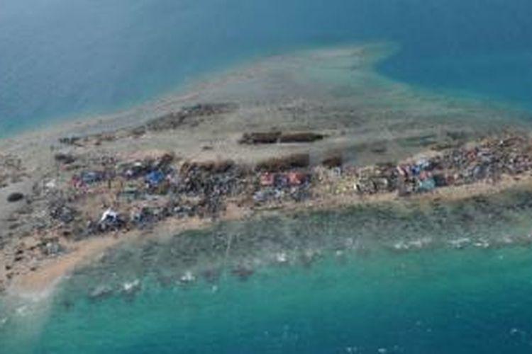 Inilah penampakan Pulau Guiuan yang berada di tenggara Pulau Samar, Filipina, setelah diempas badai Haiyan, Selasa (12/11/2013).