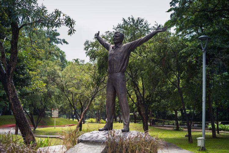 Patung Yuri Gagarin yang diletakkan di Taman Taman Mataram, Kebayoran Baru, Jakarta Selatan.