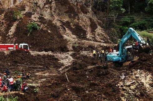 Tanah Longsor Menimbun Rumah Warga di Ponorogo