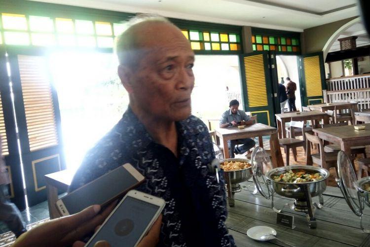 Buya Syafii Maarif usai mengikuti acara diskusi tertutup Mengatasi Kesenjangan Sosial di Indonesia yang digelar Organisasi Indonesia Tionghoa (INTI) di Resort Westlake Jl Ringroad Barat, Rabu (03/01/2018).