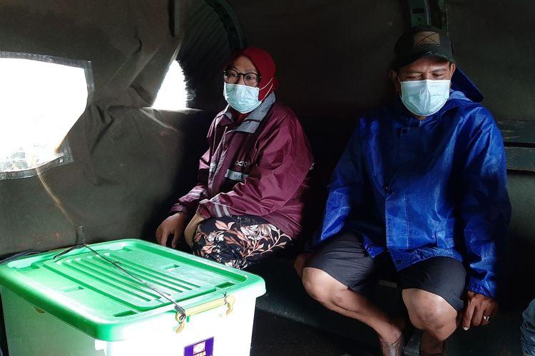Marimin dan Zulfa saat menumpang truk tentara militer menuju RSI Sultan Agung Semarang, Senin (8/2/2021).