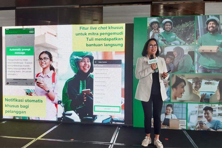 Neneng Goenadi, Managing Director Grab Indonesia memaparkan fitur bantuan untuk mitra pengemudi tuli dan penumpang dalam aplikasi Grab.