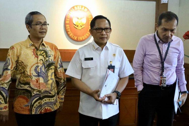 Mendagri Tito Karnavian usai bertemu Pimpinan KPK membicarakan kerja sama pengawasan keuangan pemerintah daerah