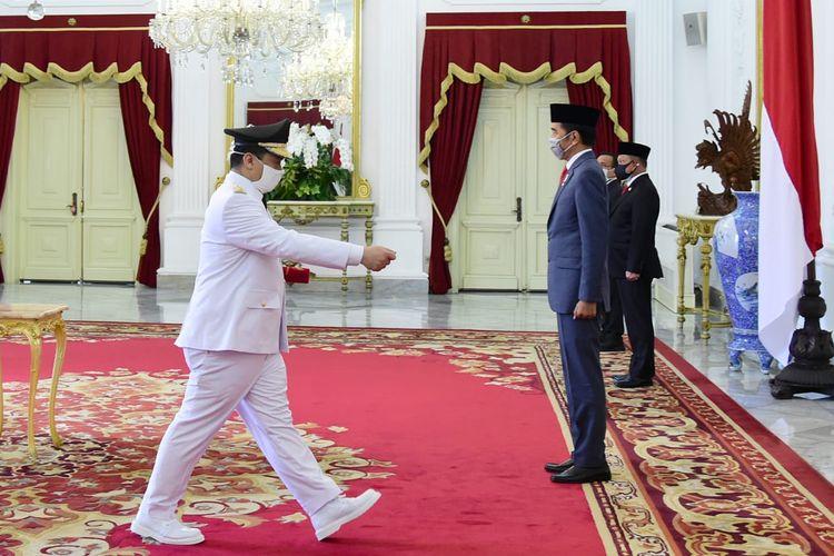 Presiden Jokowi melantik Ahmad Riza Patria sebagai Wakil Gubernur DKI Jakarta masa jabatan 2017-2022. Pelantikan yang berlangsung di Istana Negara, Jakarta, Rabu (15/4/2020) itu menerapkan protokol pencegahan Covid-19.