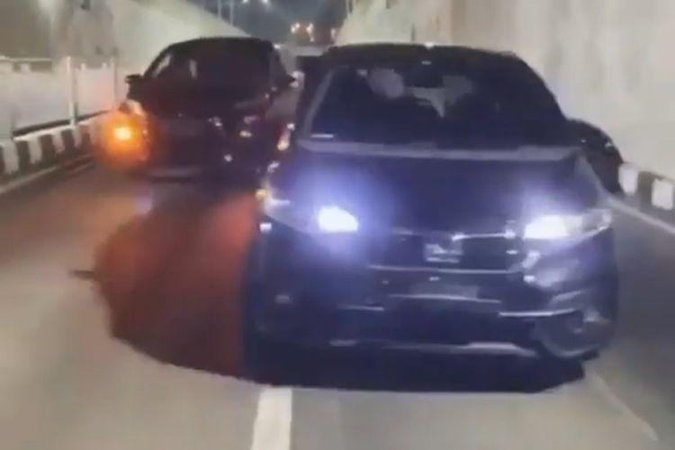 Tangkapan layar video viral titok dengan mobil di underpass Kentungan, Sleman