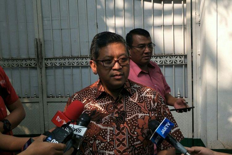 Sekretaris Jenderal PDI-P Hasto Kristiyanto di kediaman Ketum PDI-P Megawati Soekarnoputri di Jalan Teuku Umar, Kamis (9/5/2019).