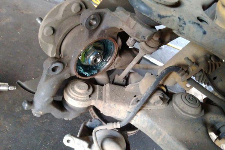bearing pada roda depan mobil